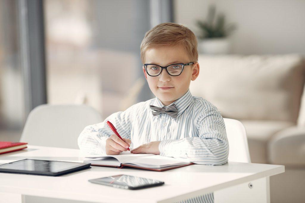 bambini studiare confinamento